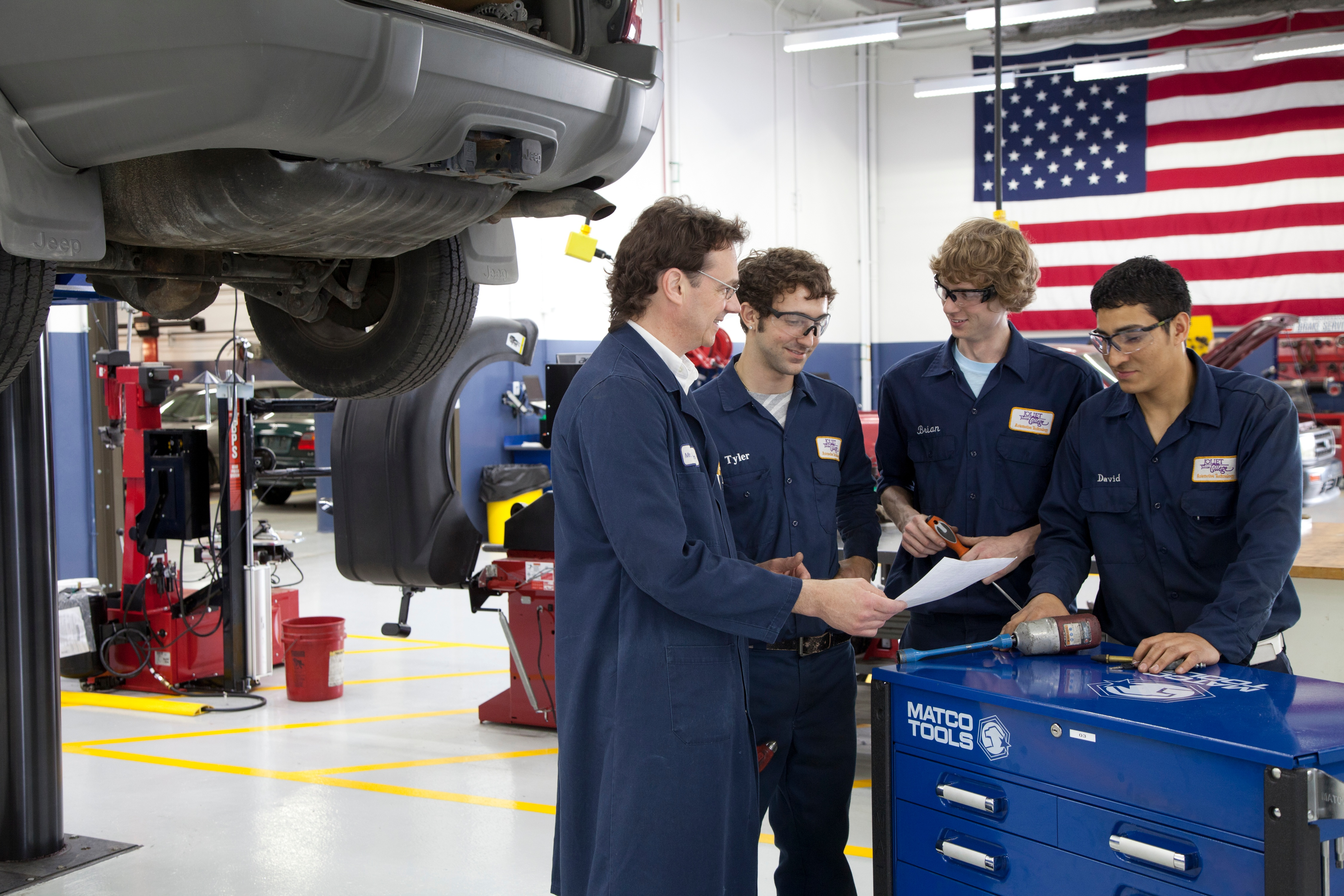 auto_shop_for_students_and_employees.jpg