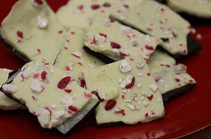 best gift ideas for students jjc joliet junior college diy peppermint bark make your own candy homemade